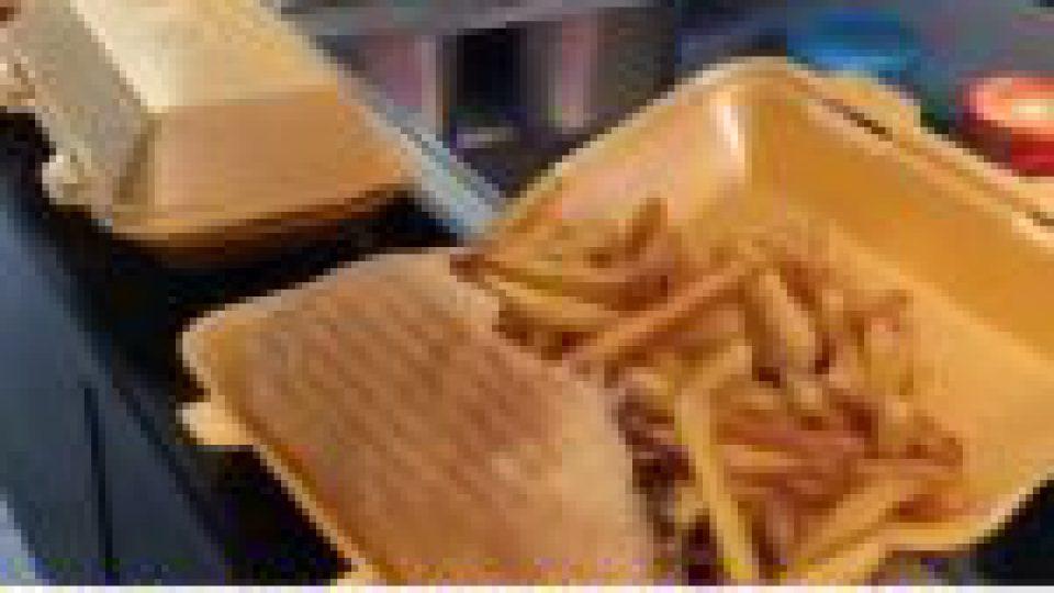Champagne-sur-Seine: un restaurateur offre un kebab à ses clients vaccinés